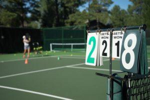 テニスの練習風景