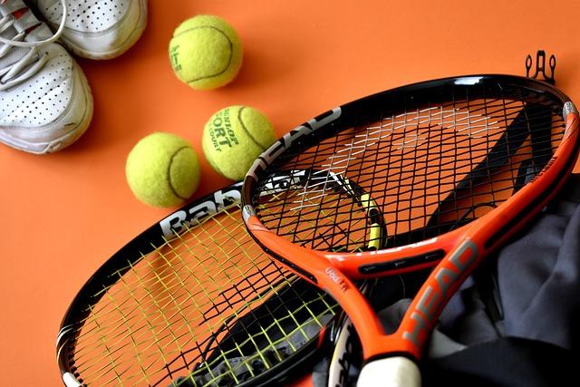 テニスをするのに必要な道具一式